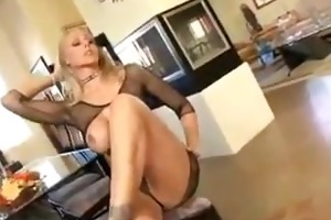 blonde doxy bonks in her home