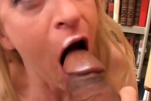 gorgeous cougar in nylons t live without to fuck