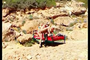 helen duval arse screwed on the beach.