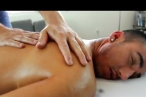 gayroom twink receive a glad ending from masseur