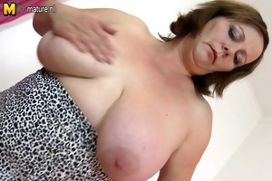 big breasted aged mother with hungry pussy