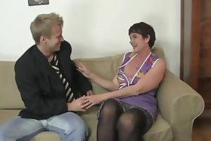 old mamma spreads legs for juvenile cock
